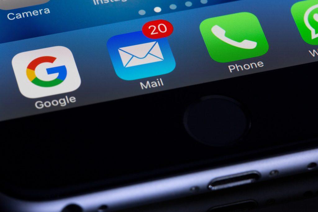 hostingfacil.es email